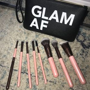 Make up brush set with pouch .